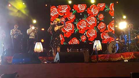 La cantante chilena deleitó al público que se hizo presente en el Foro Masivo de la Feria Mesoamericana.