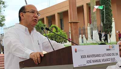 El doctor Velasco Siles imprimió una visión moderna para mejorar la atención a la salud en Chiapas, que ahora impulsa el Gobernador Manuel Velasco Coello.