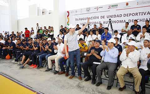 El gobernador Manuel Velasco Coello agradeció el apoyo constante que Chiapas ha tenido a través de la CONADE, al tiempo de destacar que su Gobierno implementa estrategias para rescatar espacios públicos e impulsar la construcción y remodelación de obras que fomenten el deporte y la sana convivencia.