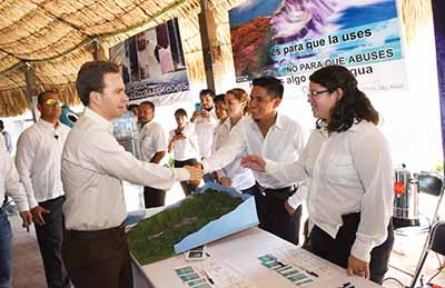 El mandatario estatal participa en Foro de Aguas Residuales, que reunió a directores de Obras Públicas, alcaldes y especialistas en el cuidado y tratado del agua.