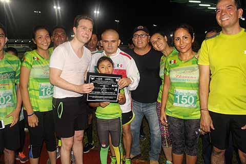 Club Chanona Runner Entrega Reconocimiento a Manuel Velasco Coello