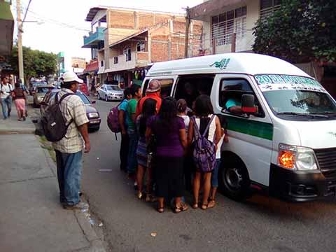 """Pésimo Servicio del Transporte Público al Ejido """"20 de Noviembre"""""""