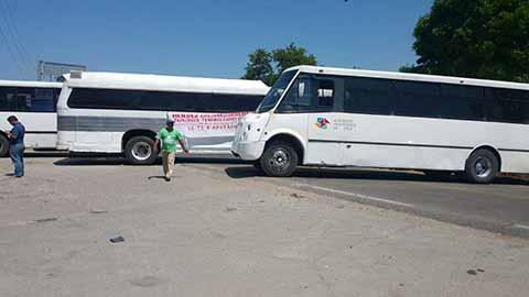 Transportistas Bloquean Carretera a Puerto Chiapas