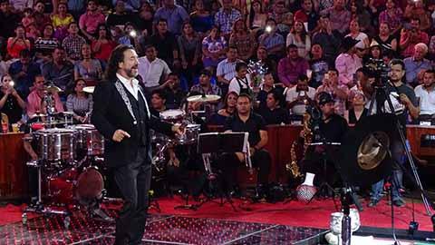 """Un lleno total se registró en el Palenque, ante la presentación de Marco Antonio Solís """"El Buky""""."""