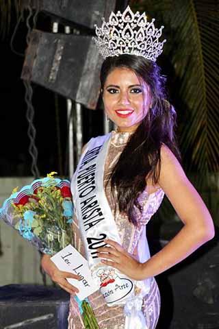 Alejandra Mendoza Tapia ganadora del primer lugar y Señorita Puerto Arista 2017