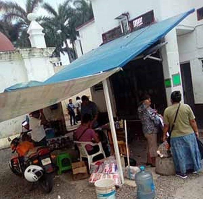 El actual Ayuntamiento Municipal después de asumir el cargo prometió que habría torniquetes electrónicos en los baños públicos y que todos los cobros por servicios en Tapachula, serán directamente a Tesorería, pero no lo ha cumplido.