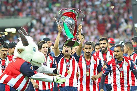 En serie de penales derrota 3-1 en la gran final al Monarcas y se corona campeón de la Copa Corona MX.