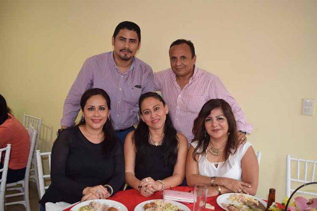 Carolina Fierros, Luis del Rosario, Florabilma Arreola, Luis Mancilla, Gloria de León.