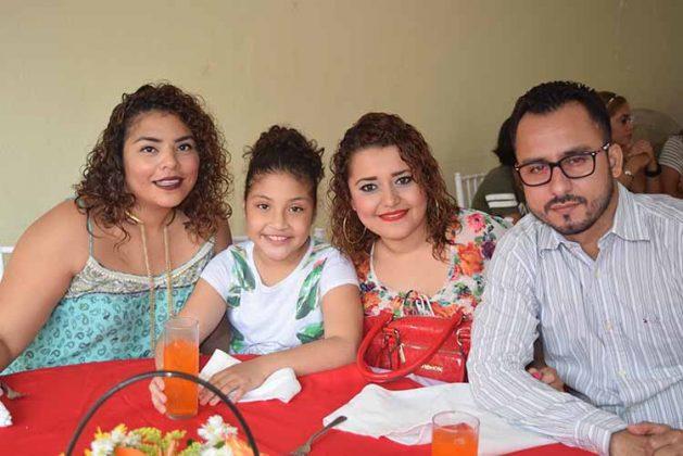 Luz, Elisa Oland, Pamela Najera, Christian Reyes.