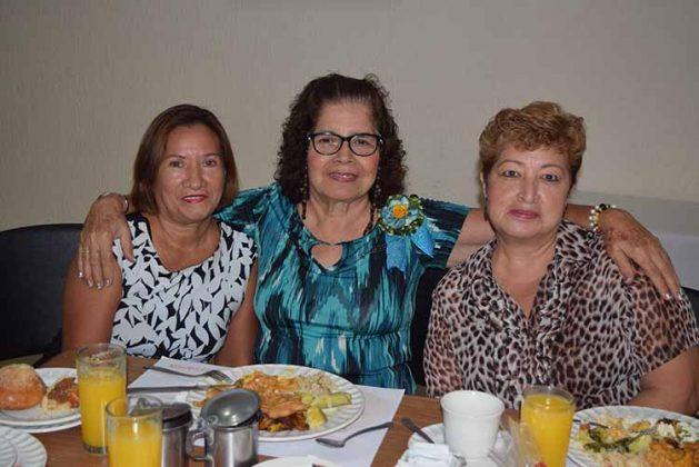 Dolores Nakamura, Bety de Cerdio, Yuli Domínguez.