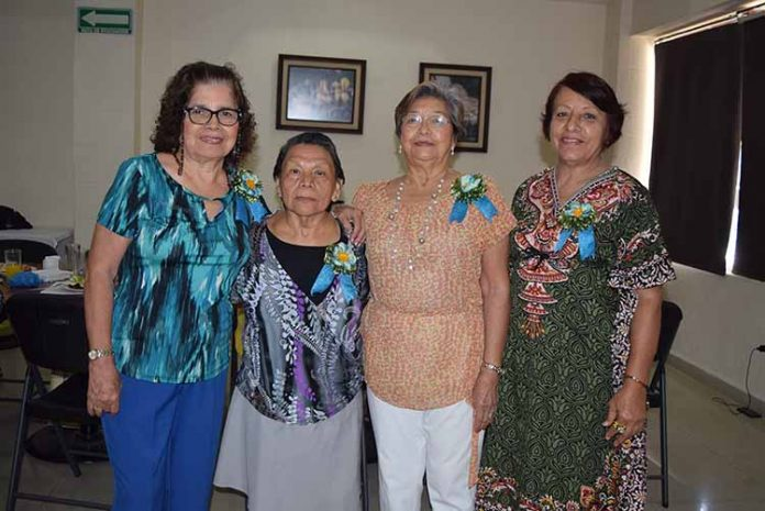 Las cumpleañeras: Bety de Cerdio, Matilde Valenzuela, Josefina Joo, María Eugenia Carballo.