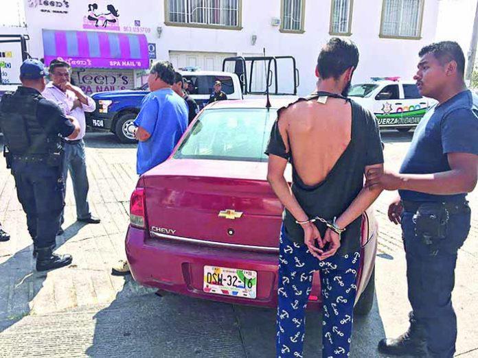 Los Arrestaron por Golpear a una Mujer