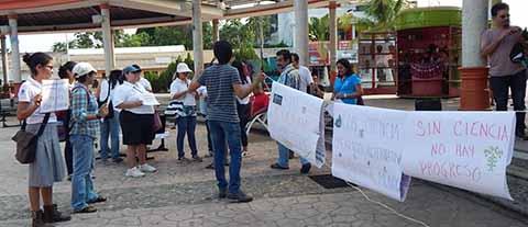 Protestan Investigadores y Maestros por Recortes al Rubro de la Ciencia