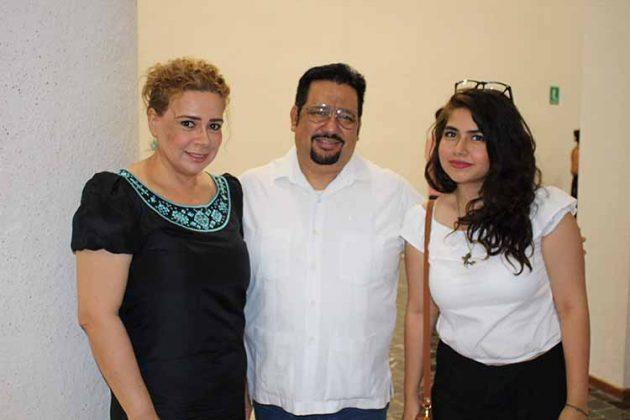 Carmelita Cerdio, Jesús Ballinas, Carmelita Cerdio.