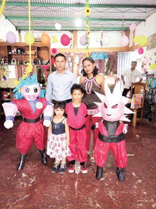 Marco, Keily, Marco Solís, Erika Juachín.