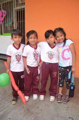 Santiago Esponda, Paulina Alonzo, Marijose Juárez, Renata García.