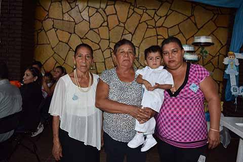 Vicenta López, Bertha Rodas, Caleb, María Aguilar.