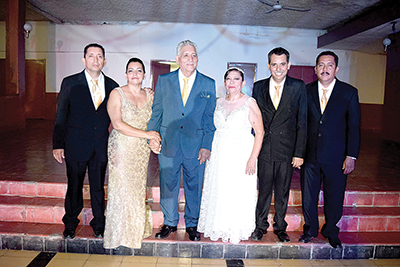 Anibal Méndez & Carmen Ávila con sus herederos: Pedro, Conchi, Abel, Noé.