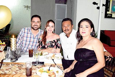 Arturo López, Jovita Valdez, Romeo Rodas, Yuli Pérez.