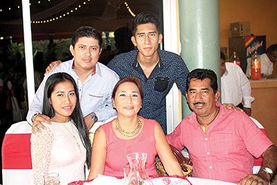 Familia de los Reyes Mendoza.