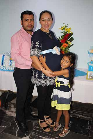 Jesús Cruz, Lorie Juárez, Lorie Cruz.