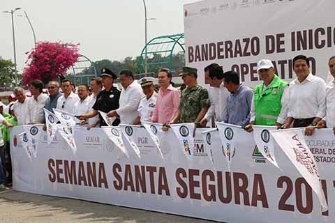 En gira de trabajo por Tapachula, Manuel Velasco Coello inauguró la nueva Delegación de la Secretaría de Seguridad Pública Municipal a la altura del IMSS, hizo entrega de Cuartos Rosas para madres solteras en la zona baja del municipio y en el Planetario, entregó recursos y certificados agrarios.