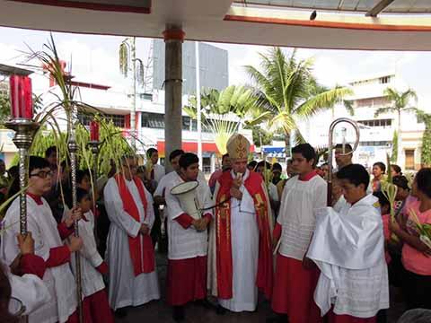 Al dar inicio a la Semana Santa, el obispo de Tapachula, Leopoldo González, recomendó a la población estar unidos a Jesús durante estos días santo y tomar todas las precauciones necesarias para disfrutar de las vacaciones.