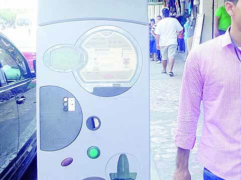 La actual administración que preside Neftalí del Toro entregará el control de los parquímetros a una empresa foránea, que aumentará 800 cajones de estacionamiento más en las calles del centro de la ciudad, reveló Rafael Vicente Yannini Mejenes, ex presidente de Canacintra Regional.