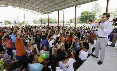 """El mandatario estatal felicita a la niñez chiapaneca en el marco de la celebración del Día del Niño; """"Quien hace feliz a la niñez, está sembrando una semilla que dará buenos frutos"""", afirma Gobernador."""