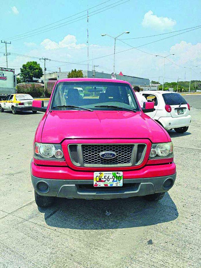 Luego de Chocar, Camioneta le Pasó Encima