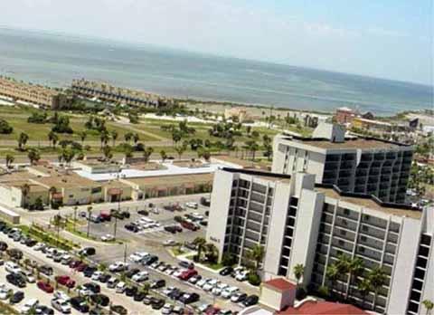 Complejo de condominios Bridgepoint en el condado de Cameron, en la isla de South Padre, en Texas, donde Yarrington habría adquirido una propiedad.