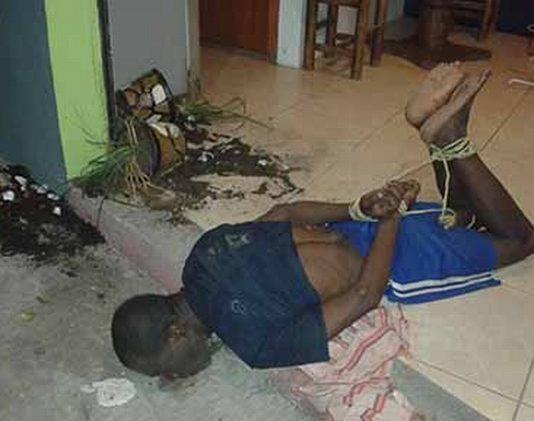 En días pasados, un hombre originario de África intentó asaltar un negocio en la Antorcha, siendo sometido por los propios vecinos.