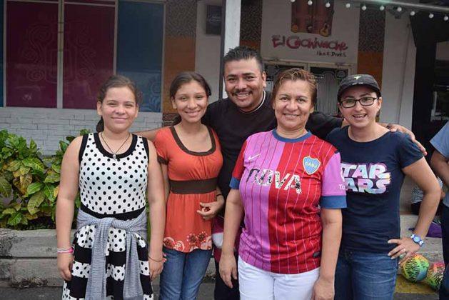 Dana Hernández, Fernanda Hernández, Rafael Hernández, Magu Guzmán, Mónica Courtois.