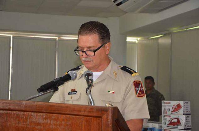 General de Brigada, D.E.M. Jens Pedro Lohmann Iturburu, al dirigirse a los maestros.