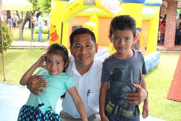 Renata, Axel, Cristian López.