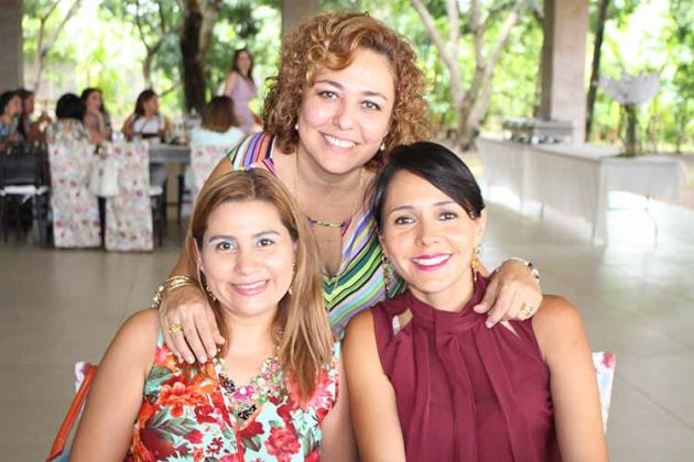 Fanny Rasales, Carmen Luz Domínguez, Rosa Elena Antón.