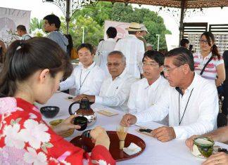 En la ceremonia del té, Adolfo Zamora, Akira Yamada, Nobutaka Wakui.