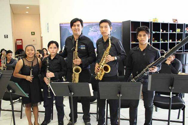María Mejía, Gabriel Lazos, Carlos Leonardo, Rolando Arellano, Ricardo Salas.