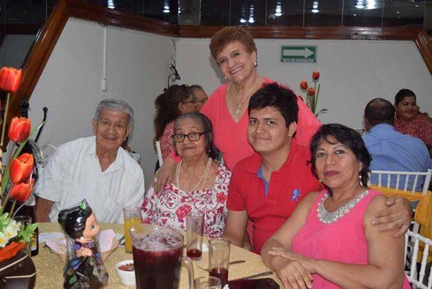 Sergio Antonio, Yolanda, Edith Alvarado, Ricardo López, Yolanda Camas.