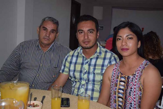 Uriel Alvarado, Ulises Barrios, Berenice Puon.
