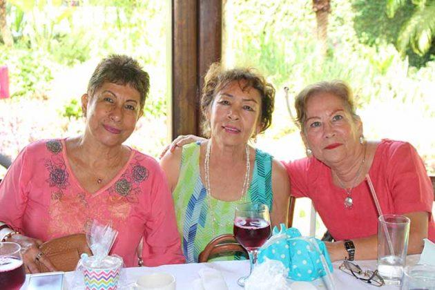 Yoli García, Tere Chang, Rosario Irie.