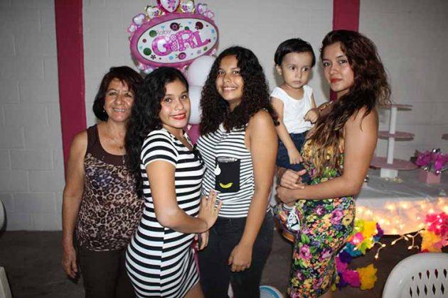Hilda Ochoa, Marijo Castellanos, Fernanda Algarin, Santiago Algarin, Key Montes.