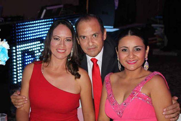Erika, Javier Pruneda, Roxana Chávez.