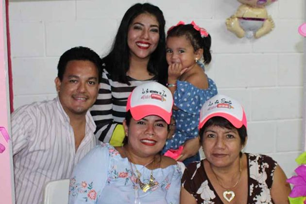 Felipe Casahonda, Johana Urbina, Anayancy Urbina, Martha Rodríguez, Ximena Casahonda.