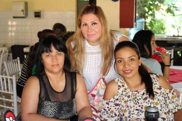 Olivia de Cisneros, Odette de Aguirre, Nallelhy Elías.