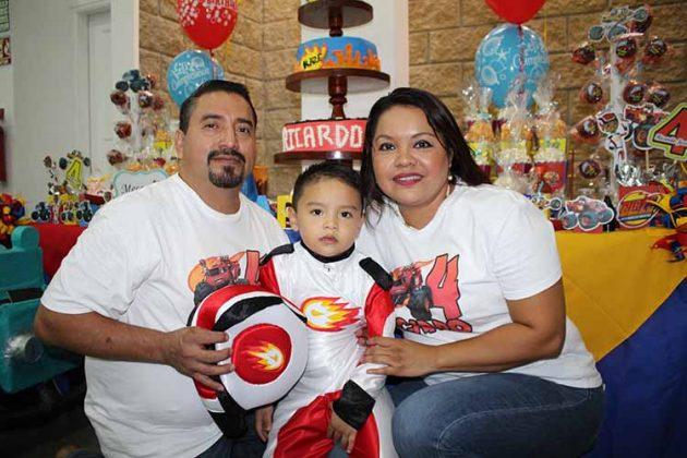 Ricardo, Ricardo Gómez, Karina Wong.