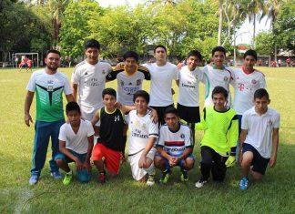 Alumnos del Colegio la Paz participaron en Futbol.