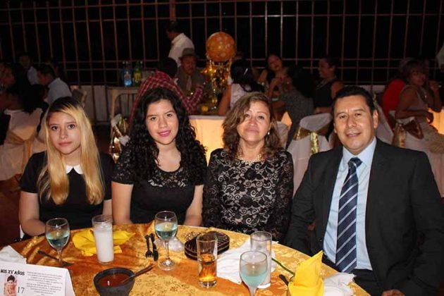 Karla, Estephany Santiago, Blanca Franco, Carlos Santiago.