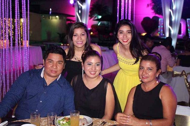 Roberto Chang, Esmeralda López, Sonia Figueroa, Karen Carmona, Rubí López.