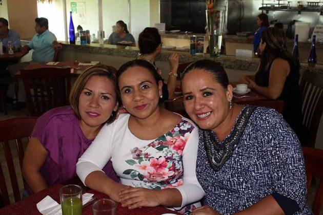 Karla Padilla, Lisette Velázquez, Paola Padilla.